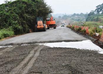 *** Local Caption *** Les travaux de la nationale à partir de Nkok avancent avec l'entreprise Colas.